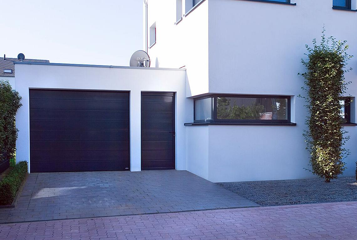 Matching side doors for sectional garage doors